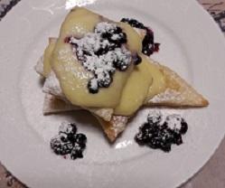 Pasta sfoglia con crema ai futti di bosco-dolci con crema-pasta sfoglia-frutti di bosco