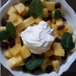 Macedonia di ananas con finto gelato