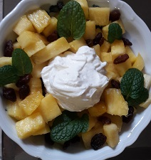Macedonia-di-ananas-con-finto-gelato